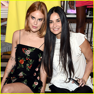 Demi Moore Joins Her Daughters at alice + olivia NYFW Show!