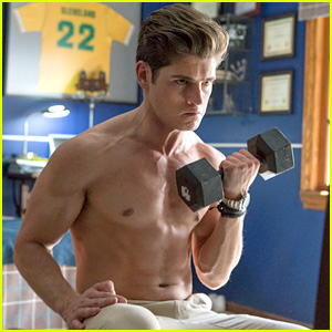 Gregg Sulkin Goes Shirtless in 'Marvel's Runaways' First Look!