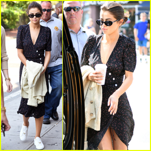 Selena Gomez Has a Solo Afternoon in SoHo!