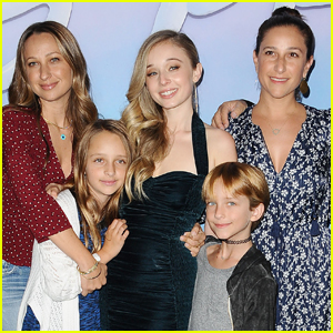 Tobey Maguire's Kids Make Rare Appearance with Mom Jennifer Meyer!