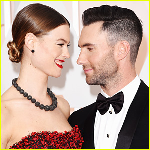 Adam levine says daughter dusty still recognizes him with blond adam levine brought behati prinsloo her pregnancy craving fatburger urmus