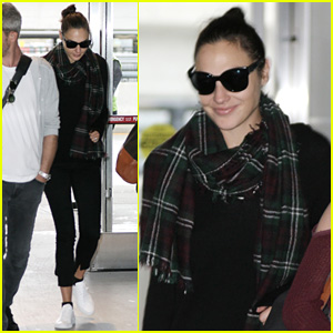 Gal Gadot Catches Flight Out of NYC After 'SNL' Appearance
