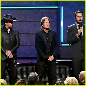 Jason Aldean, Keith Urban, & Luke Bryan Open CMT Artists of the Year Awards 2017 with Message of Unity & Hope (VIDEO)