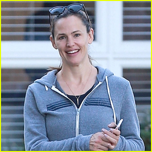 Jennifer Garner Braves the LA Heat for a Trip to the Pumpkin Patch!