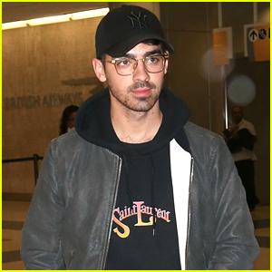 Joe Jonas Arrives Solo at JFK Airport in NYC