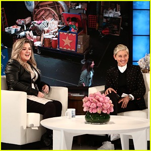 Kelly Clarkson Reveals Why She Chose to Judge 'The Voice' Over 'American Idol'!