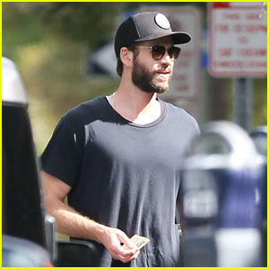 Liam Hemsworth Meets Up With Fans In Savannah