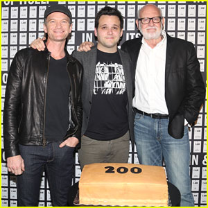 Neil Patrick Harris Celebrates 200 Performances of 'In & Of Itself'!