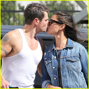 Nick & Vanessa Lachey Show Some PDA After 'DWTS' Rehearsal