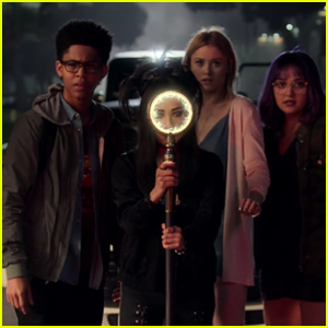 Marvel Premieres Trailer for Upcoming Hulu Series 'Runaways' - Watch Now!