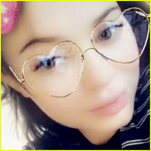 Pregnant Kylie Jenner Rocks Shorter Hairstyle on Snapchat