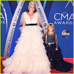 Pink & Daughter Willow Wear Matching Tulle Dresses at CMA Awards 2017