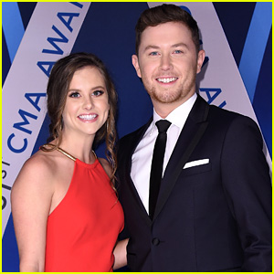 American Idol's Scotty McCreery Attends CMAs 2017 with Fiancee Gabi Dugal!