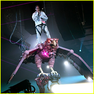 Travis Scott Performs 'Butterfly Effect' on a Giant Bird at MTV EMAs 2017!