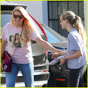 Amanda Seyfried Runs Into Busy Philipps While Getting Lunch!