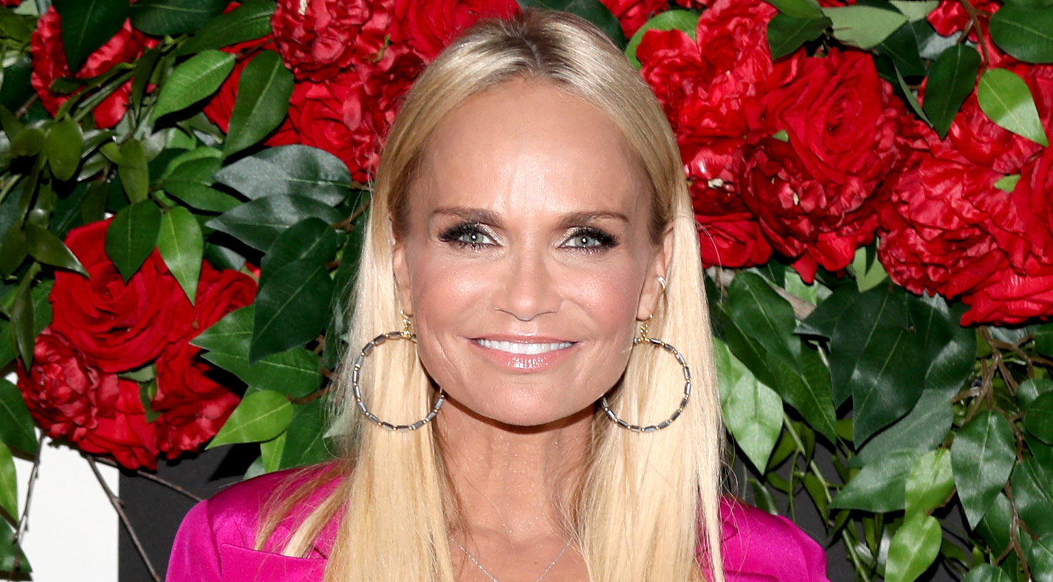 kristin chenoweth wdw dating history On 24-7-1968 kristin chenoweth (nickname: dawn) was born in broken arrow, oklahoma, united states she made her 7 million dollar fortune with the pink panther, the boy next door, you again the actress currently single her starsign is leo and she is now 50 years of age.