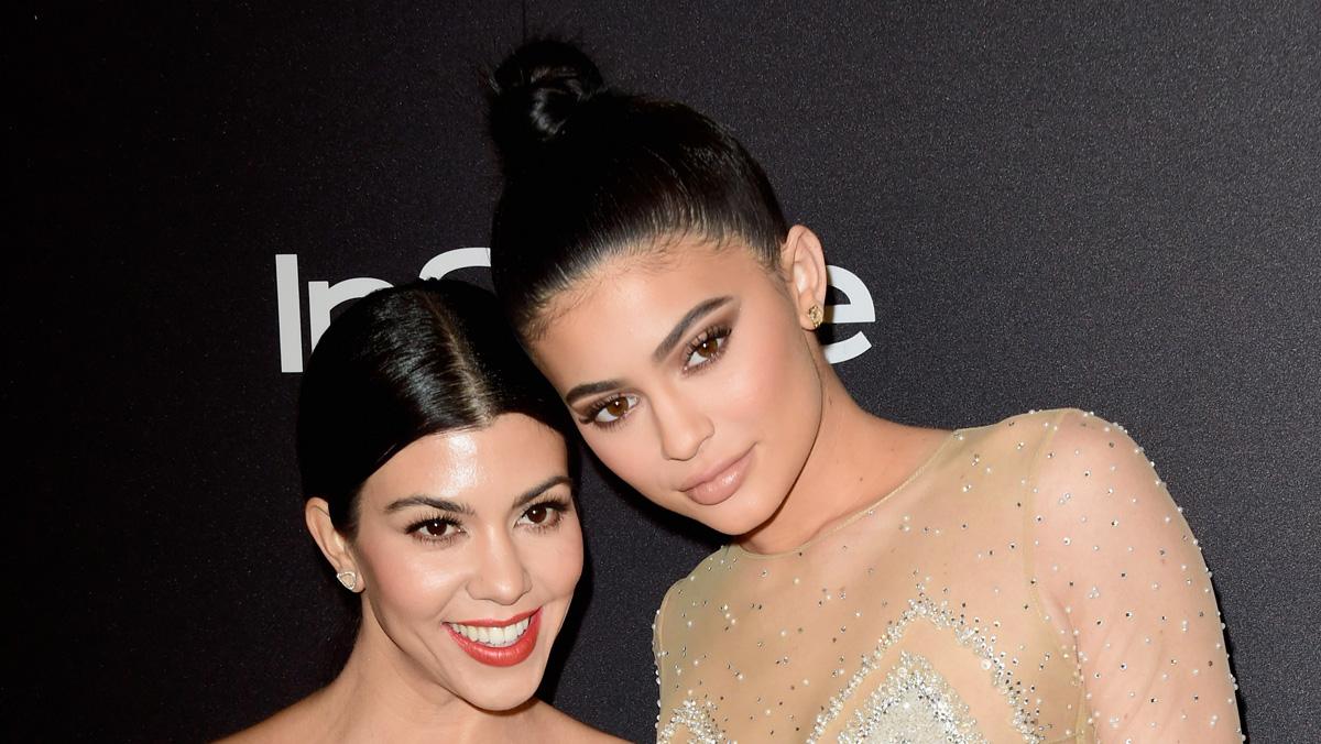 Kourtney Kardashian Seemingly References Kylie Jenner 8217 S Absence From Christmas Photos