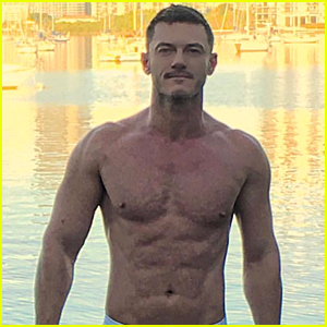 Luke Evans Ends 2017 By Sharing Another Hot Shirtless Photo!