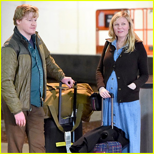 Kirsten Dunst & Fiance Jesse Plemons Wait with Their Luggage at LAX