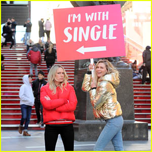 Sara & Erin Foster Hilariously Pose With an 'I'm With Single' Sign in Times Square for Valentine's Day!