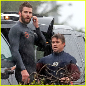 Liam & Luke Hemsworth Don Their Wetsuits While Surfing in the Rain!