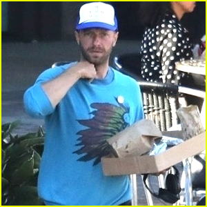 Chris Martin Grabs Dinner to Go in Malibu!