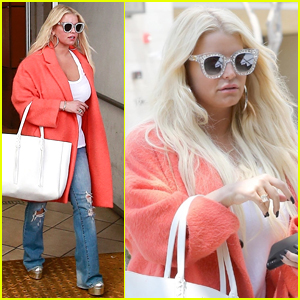 Jessica Simpson Shows Off Her Massive Shoe Collection!