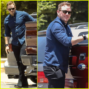 Chris Pratt Works On His Car Before Meeting Up With Friends