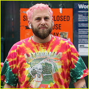 Jonah Hill Dyes His Hair Pink!