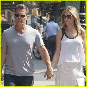Josh Brolin & Wife Kathryn Enjoy a Beautiful Day in New York