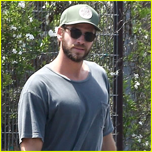 Liam Hemsworth Grabs Weekend Lunch with Pal