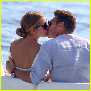 Ryan Seacrest & Girlfriend Shayna Taylor Share a Romantic Kiss in Italy!