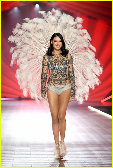 vs-angels-fashion-show-02.jpg