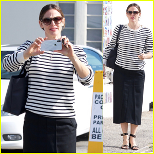 Jennifer Garner Films Photographers on Her Phone While Heading to Church!