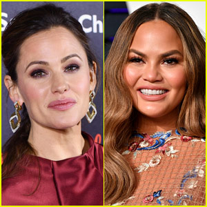 Jennifer Garner Issues Public Warning to Chrissy Teigen - Find Out Why!