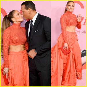 Jennifer Lopez Shares A Kiss With Alex Rodriguez at CFDA Fashion Awards 2019