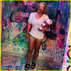 Britney Spears Visits an Art Gallery With Boyfriend Sam Asghari
