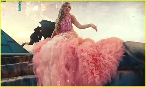 16 Taylor Swift Halloween Costume Ideas Inspired By Lover 2019 Halloween Brendon Urie Halloween Taylor Swift Just Jared