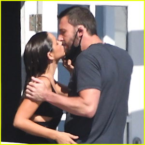 Ana de Armas Pulls Down Ben Affleck's Mask To Kiss Him On The Set of Her New Movie