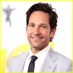 Paul Rudd Hands Out Cookies for Early Voters in NYC!
