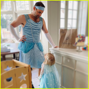 Andy Roddick Dresses Up as Cinderella While Playing with Daughter Stevie!