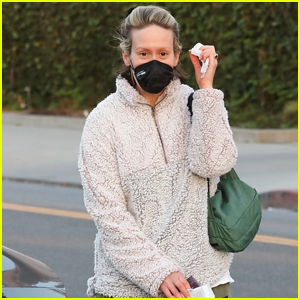 Sarah Paulson Goes Makeup-Free for Trip to the Hair Salon
