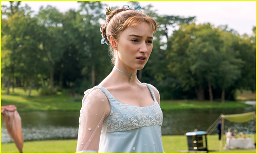 Phoebe Dynevor in Bridgerton