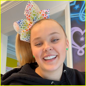 JoJo Siwa Talks Coming Out, Her Parents' Reactions, & Labels on Her Sexuality