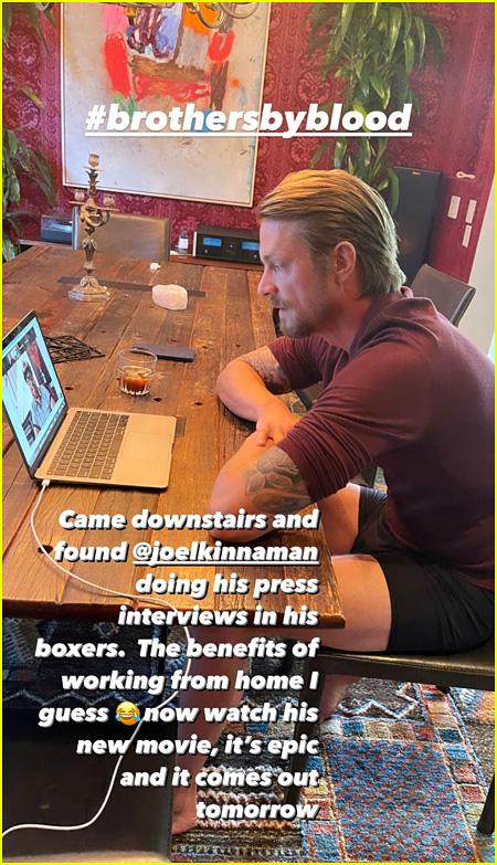 Joel Kinnaman in his boxers