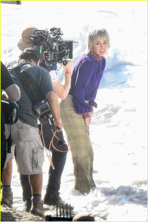 Miley Cyrus filming her new music video