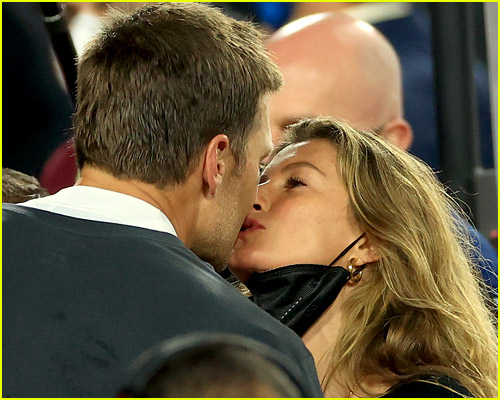 Gisele Bundchen kisses Tom Brady at Super Bowl