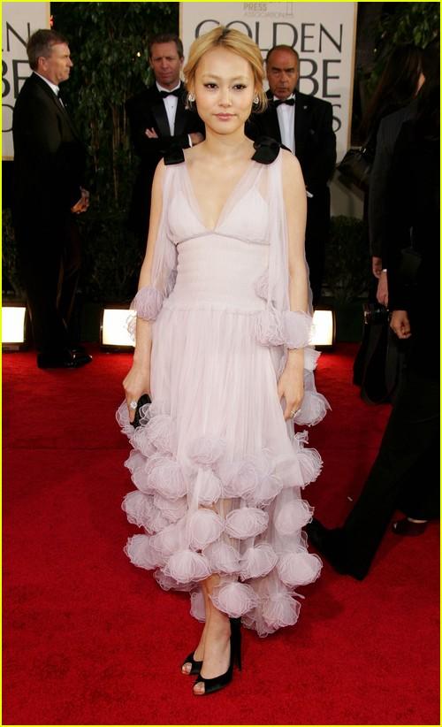 Rinko Kikuchi on Golden Globes red carpet