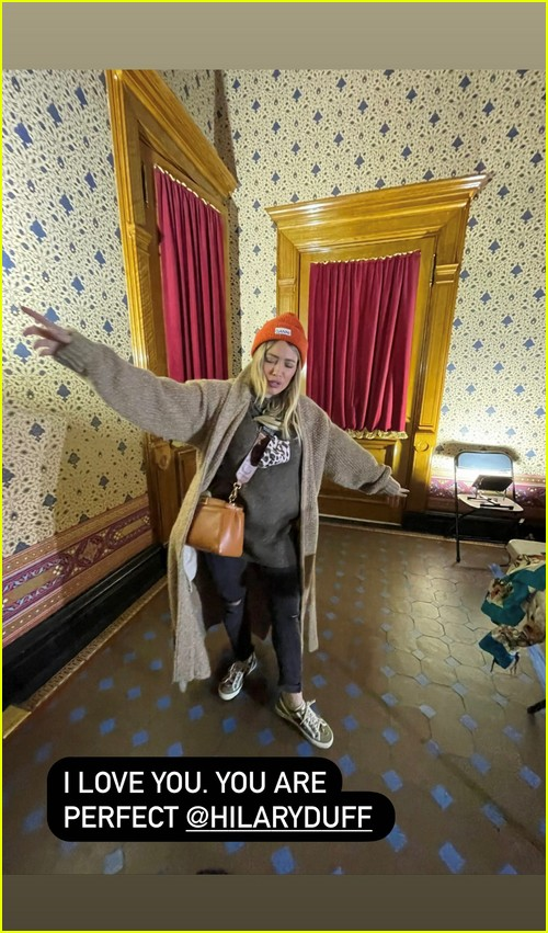 Molly Bernard celebrates Hilary Duff final day on set
