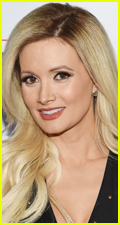 Photo of Private: Holly Madison is Single Again After Splitting with Zak Bagans